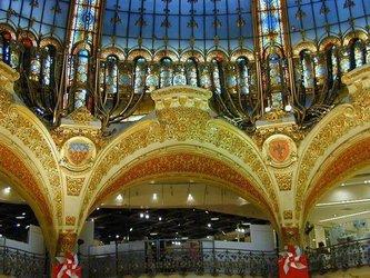 Vendeuse Magasin De Decoration
