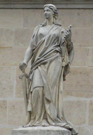 statues du Palais de Justice de Paris