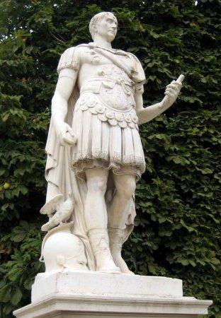 Le jardin des tuileries statues en pierre for Statue de jardin en pierre