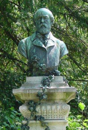 Le jardin du luxembourg statues en bronzes - Statue de la liberte jardin du luxembourg ...