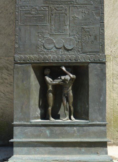 Le monument aux droits de l 39 homme au champs de mars paris - L encadrure de la porte ...