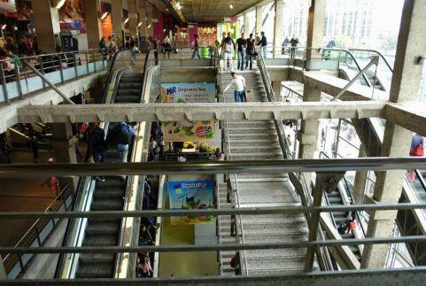Le gare montparnasse int rieur de la gare for Plan interieur gare montparnasse